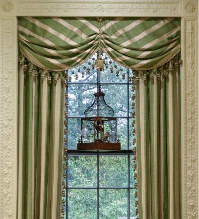 well-dressed-window-3