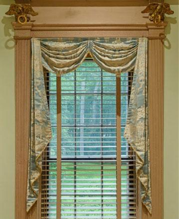 well-dressed-window-4